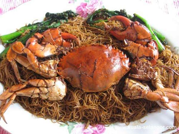 Fried Crab Mee Hoon is the favorite at Sin Hai Ping Seafood Restaurant in Kuala Selangor