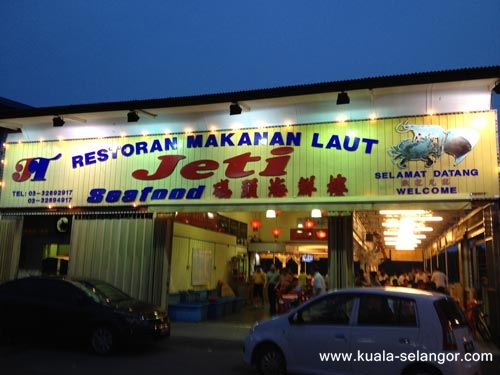 Front View Of Jeti Seafood Restaurang during night time.