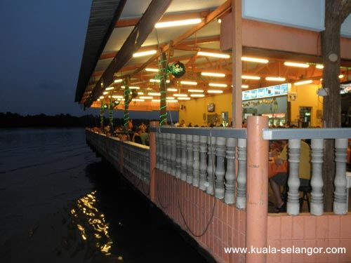 River View Safood Restaurant just located beside the Selangor River (Sungai Kuala Selangor).