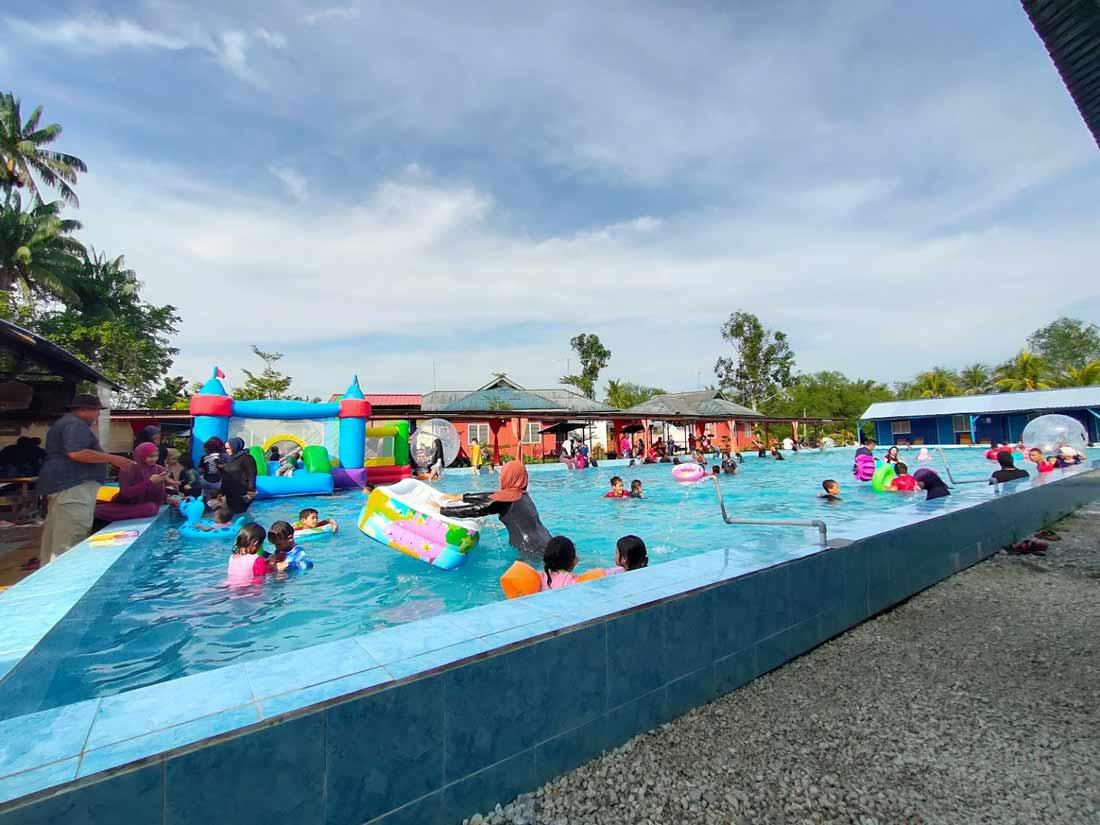 Swimming Pools Firefly Park Resort