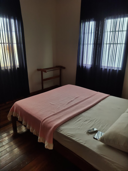 Queen Size Bed Room